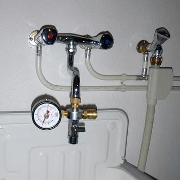 Druckprobe mit Manometer
